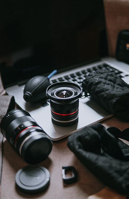 Cleaning equipment for cameras and lenses